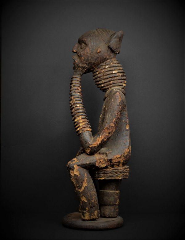 Statue commémorative d'un roi Bangwa, région du Grassland, Cameroun
