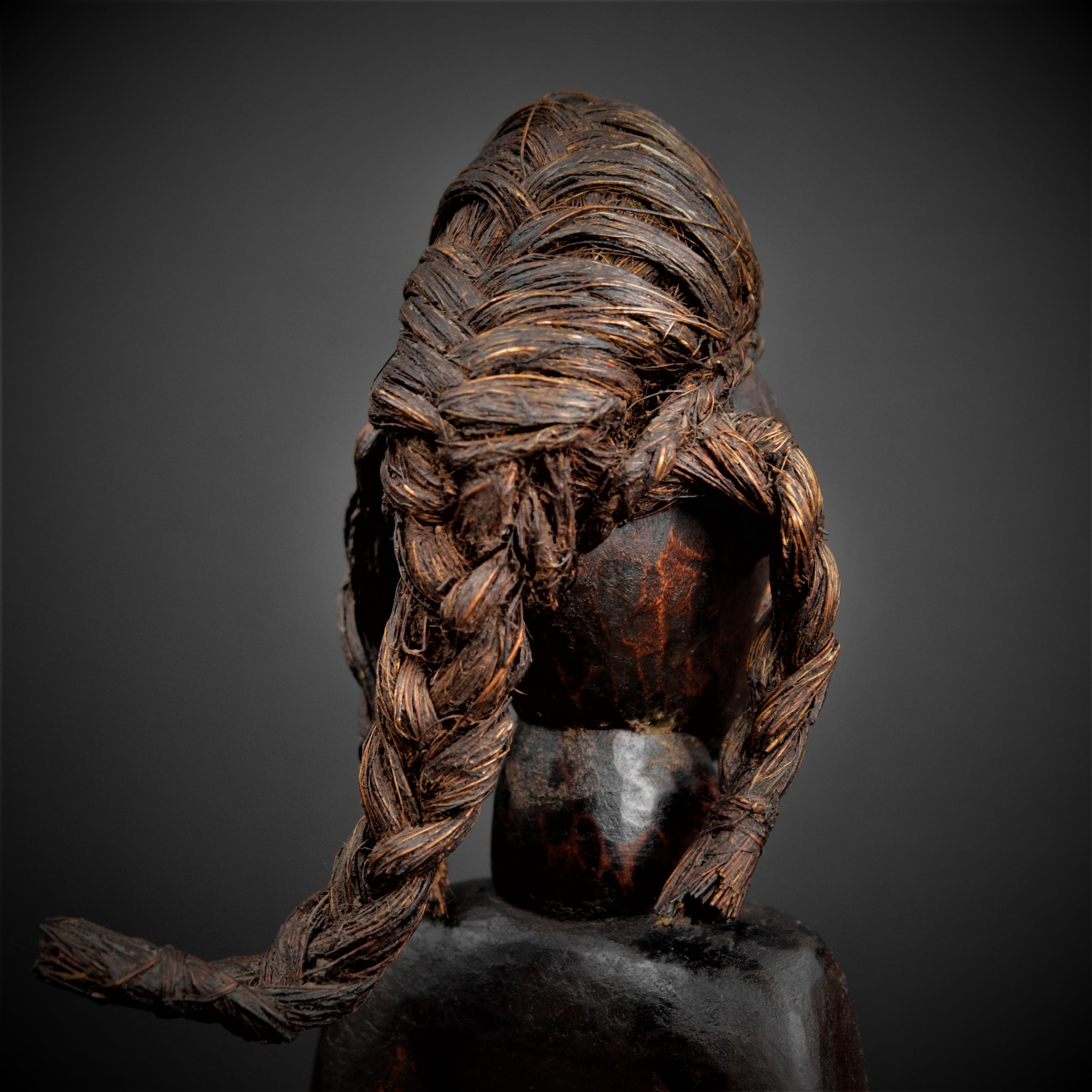 dan statue 1er plan coiffe