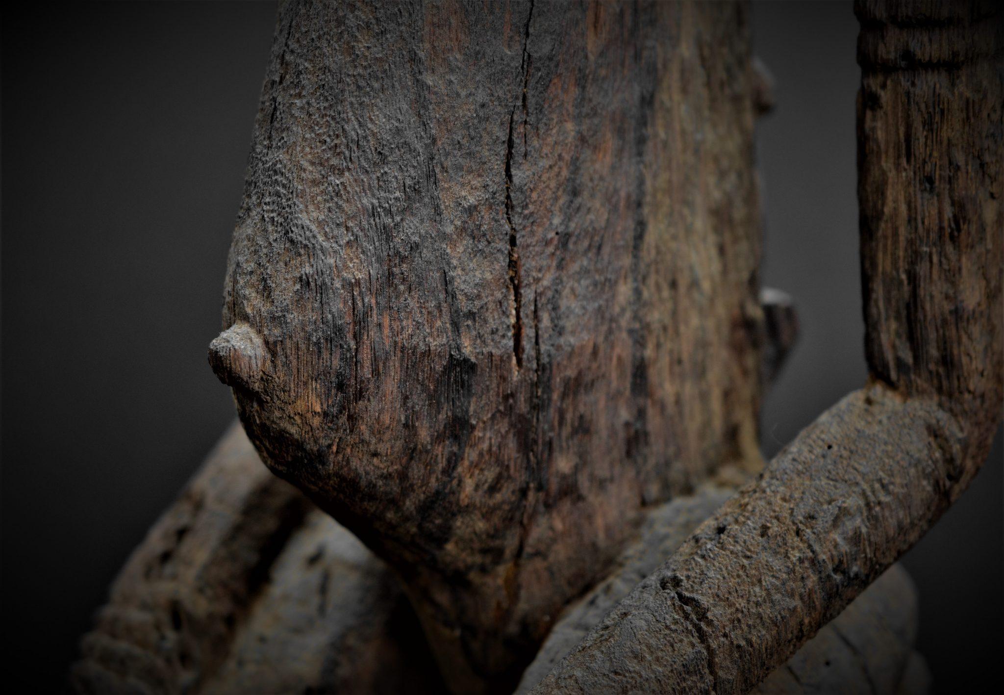 dogon statue detail abdomen