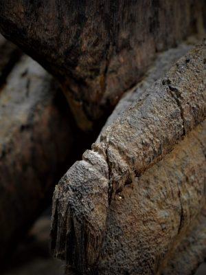 dogon statue detail bras