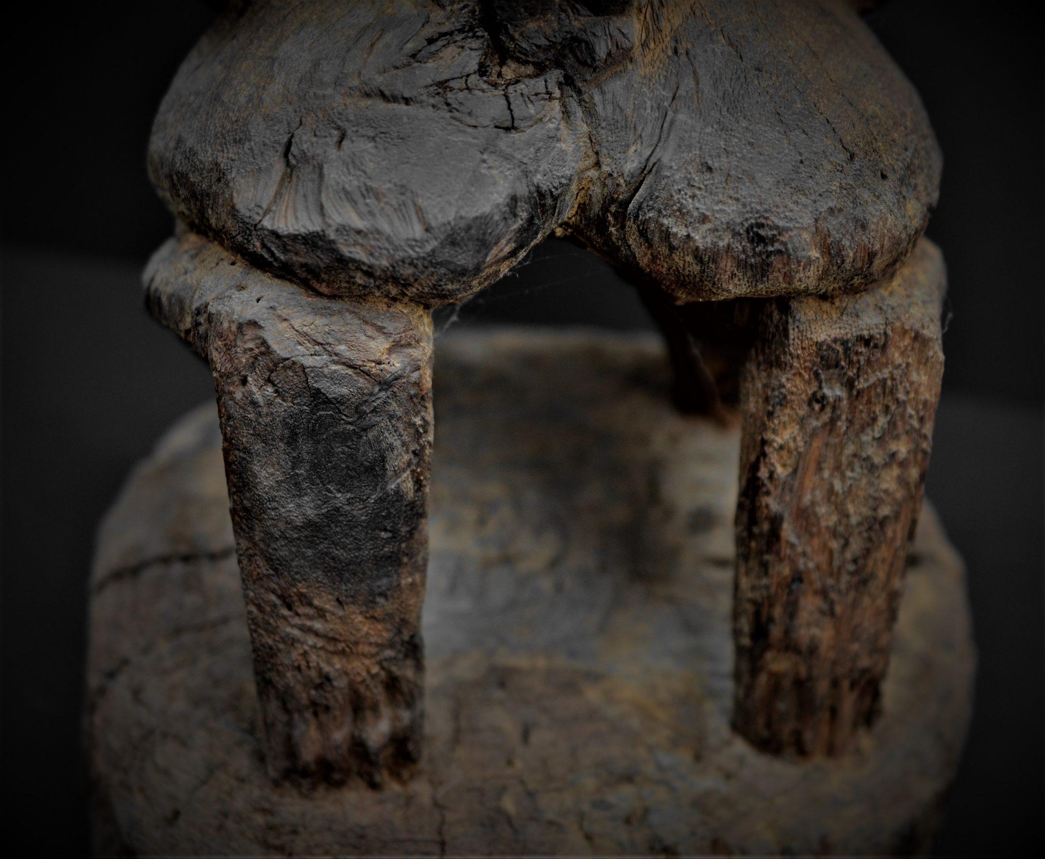 dogon statue detail pieds