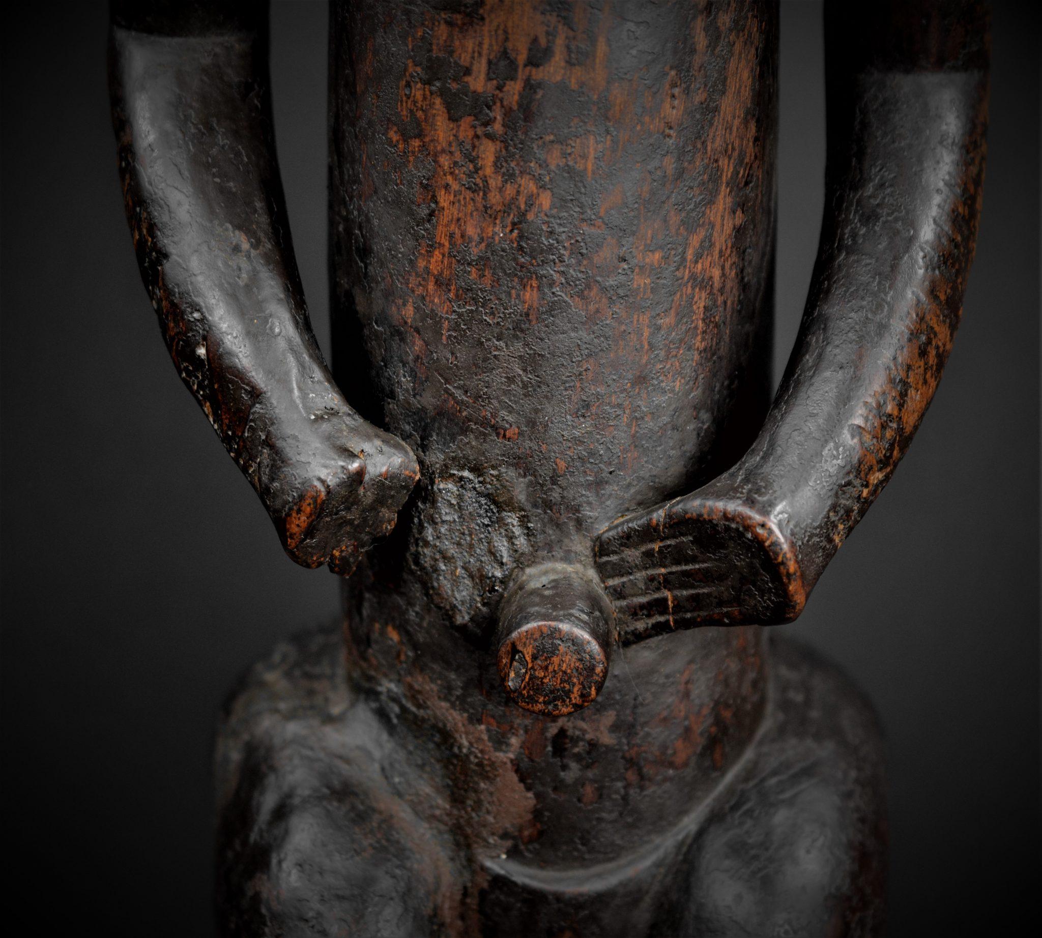 fang gardien reliquaire détail abdomen