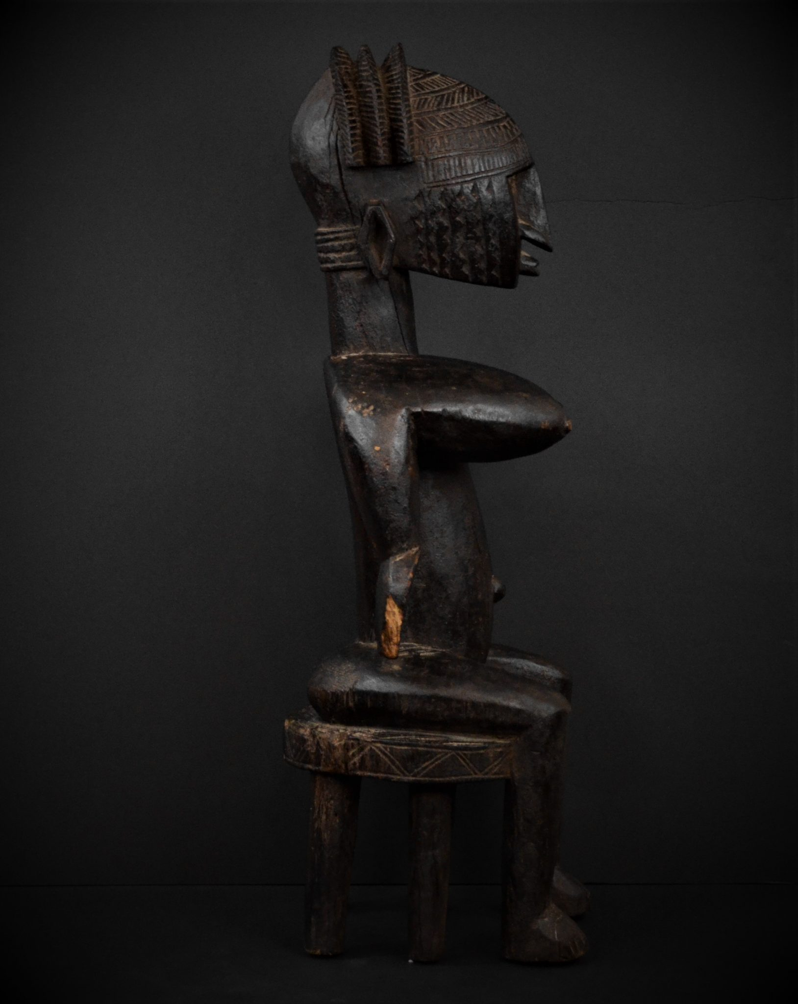 Bamana femme assise profil droit