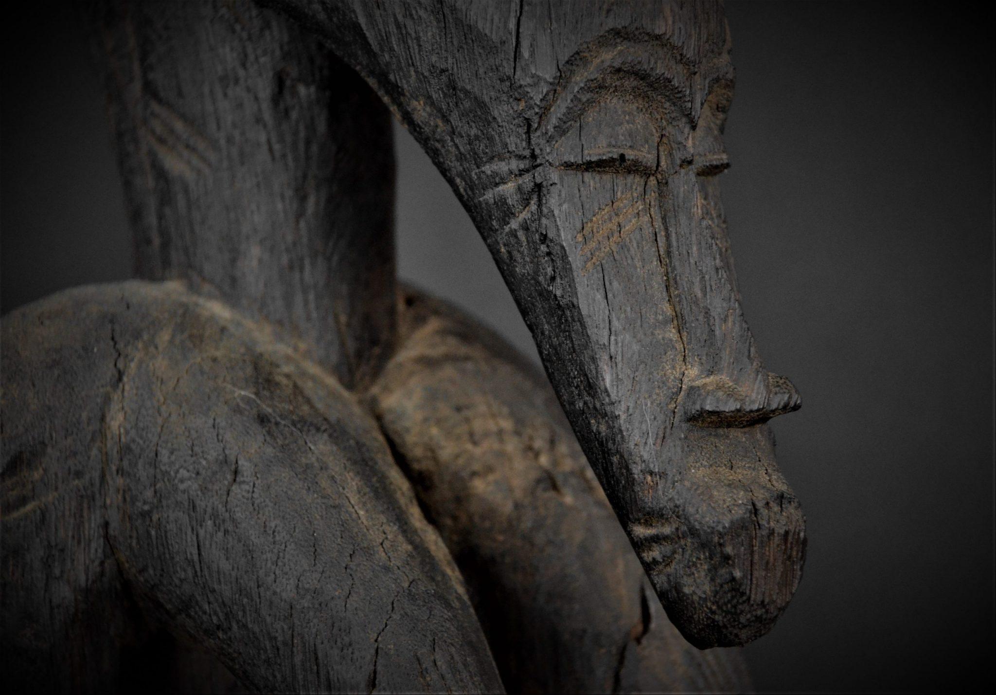 Statue Féminine Senoufo détail 3quarts droite