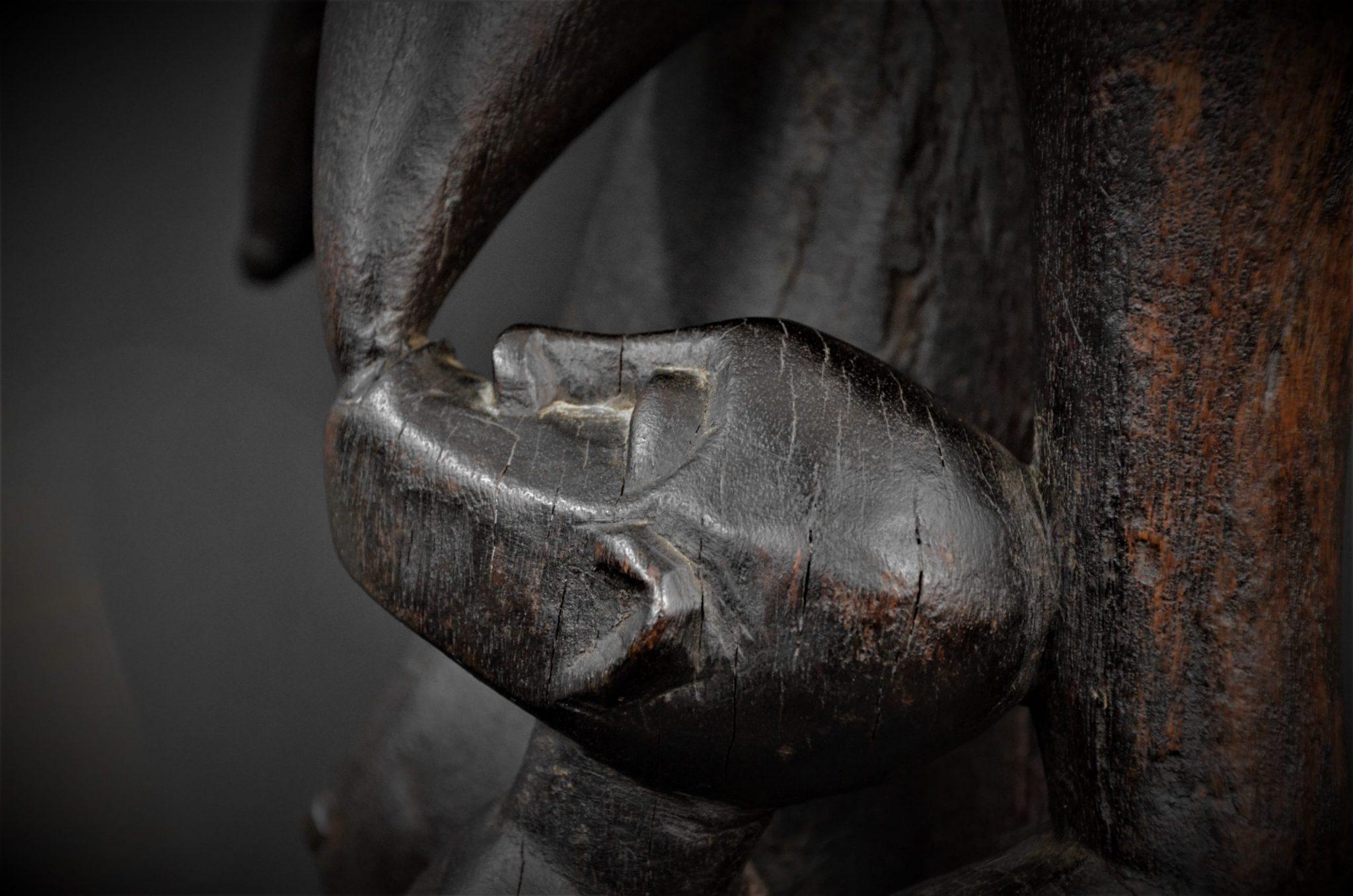 Statue Maternité Senoufo 1er plan enfant arrière