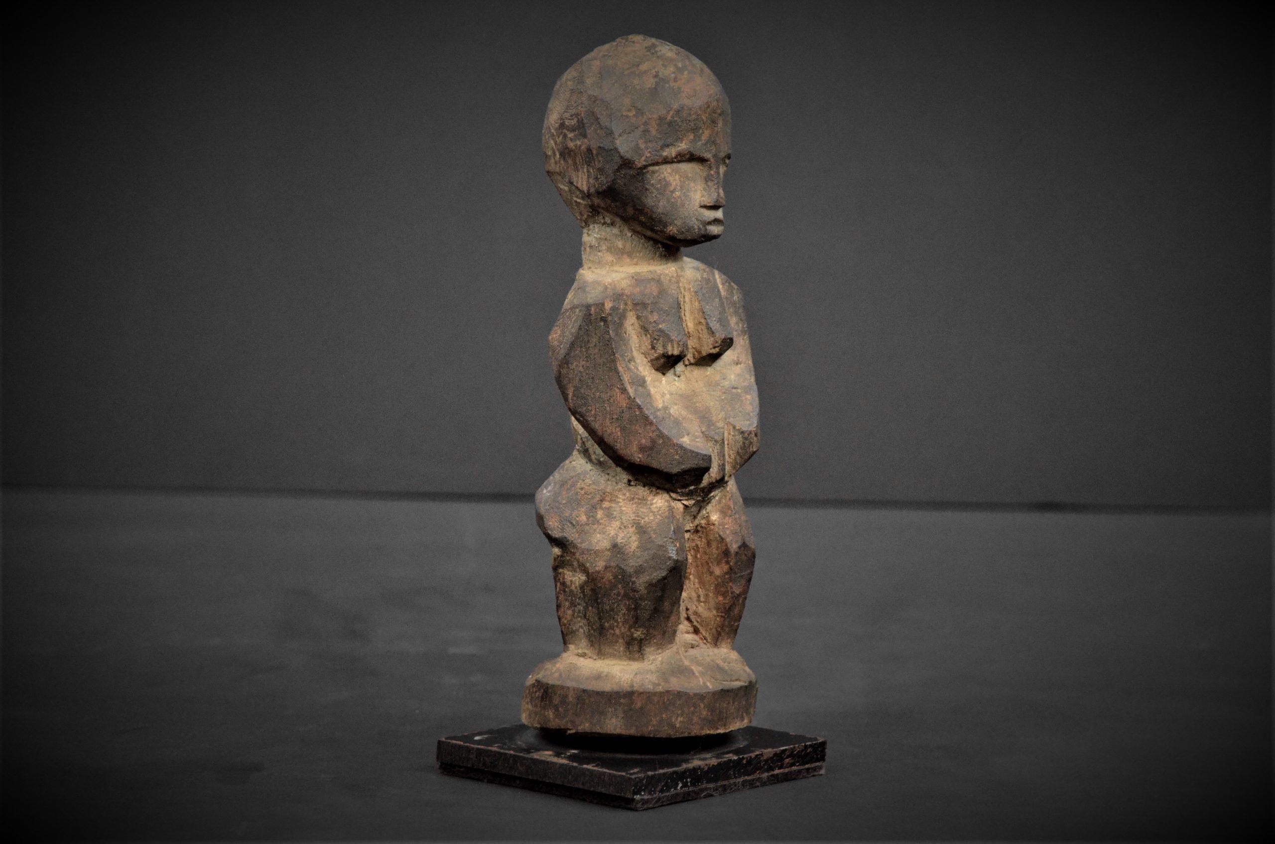 statuette lobi 16