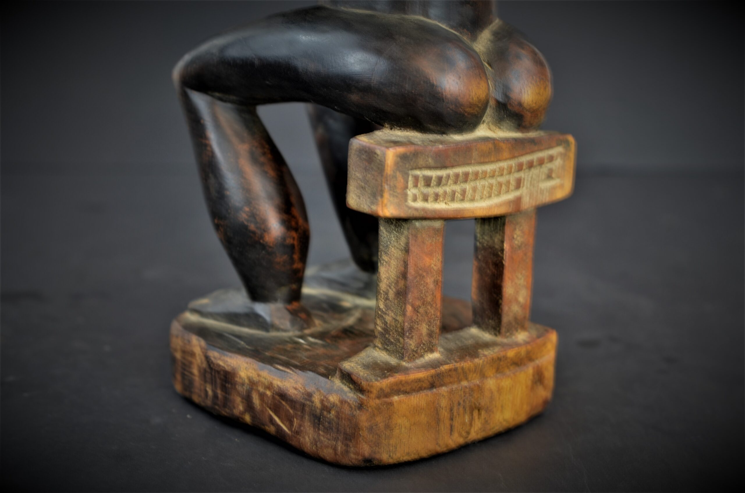 Baoule enfant assise 16