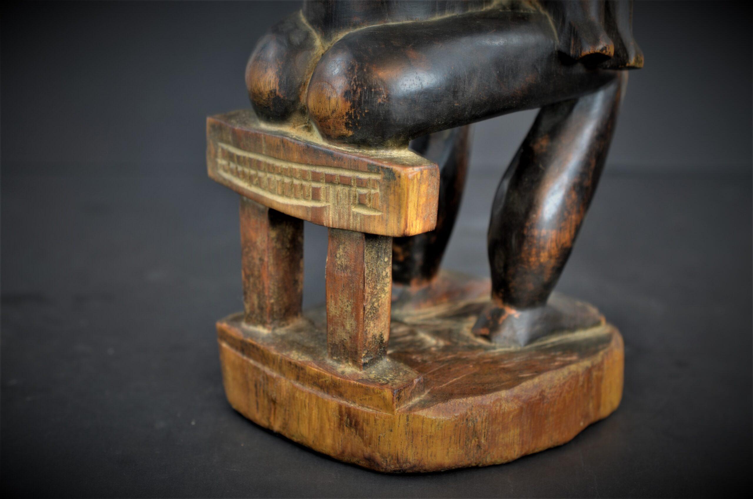 Baoule enfant assise 17