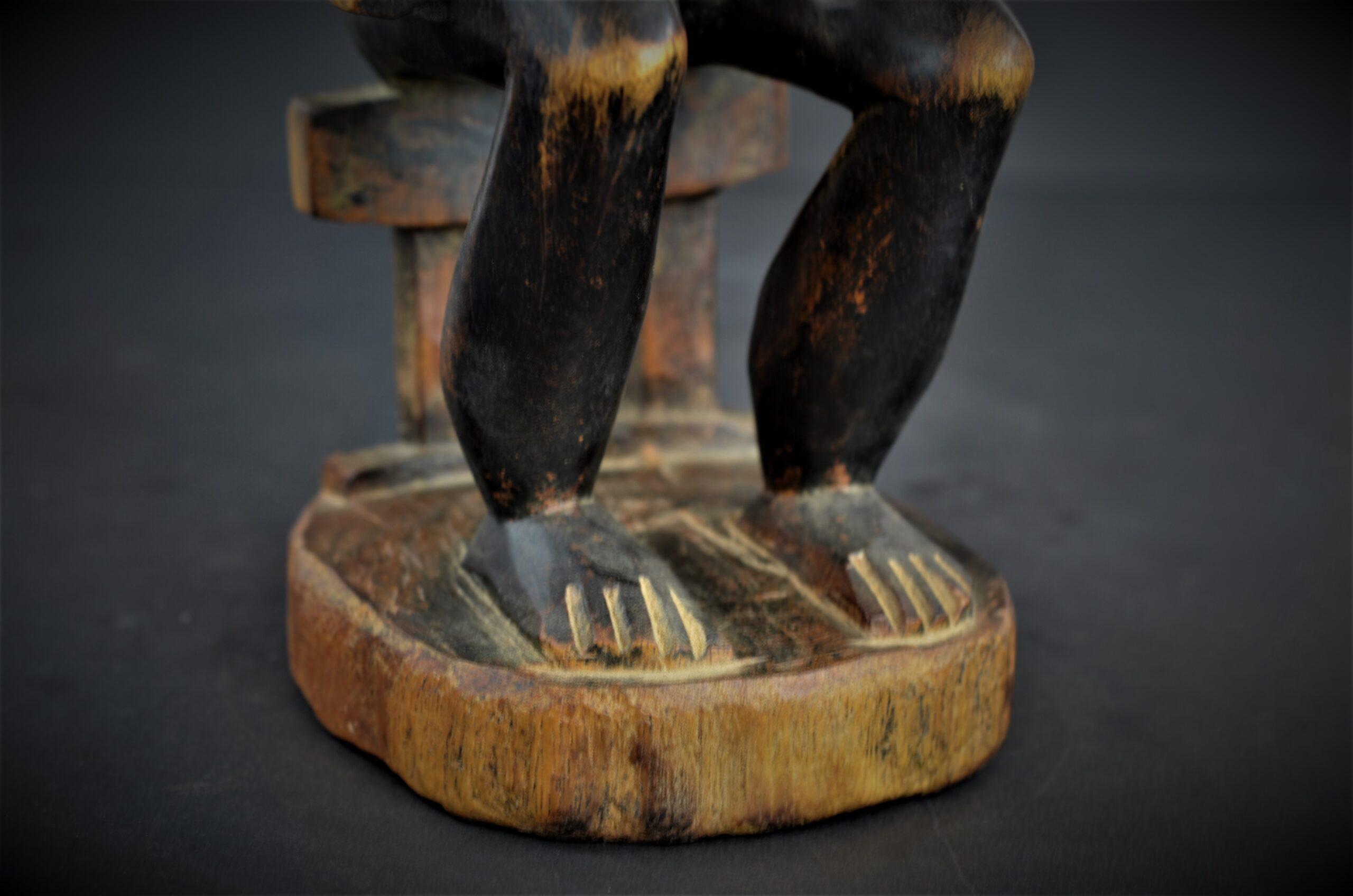 Baoule enfant assise 18