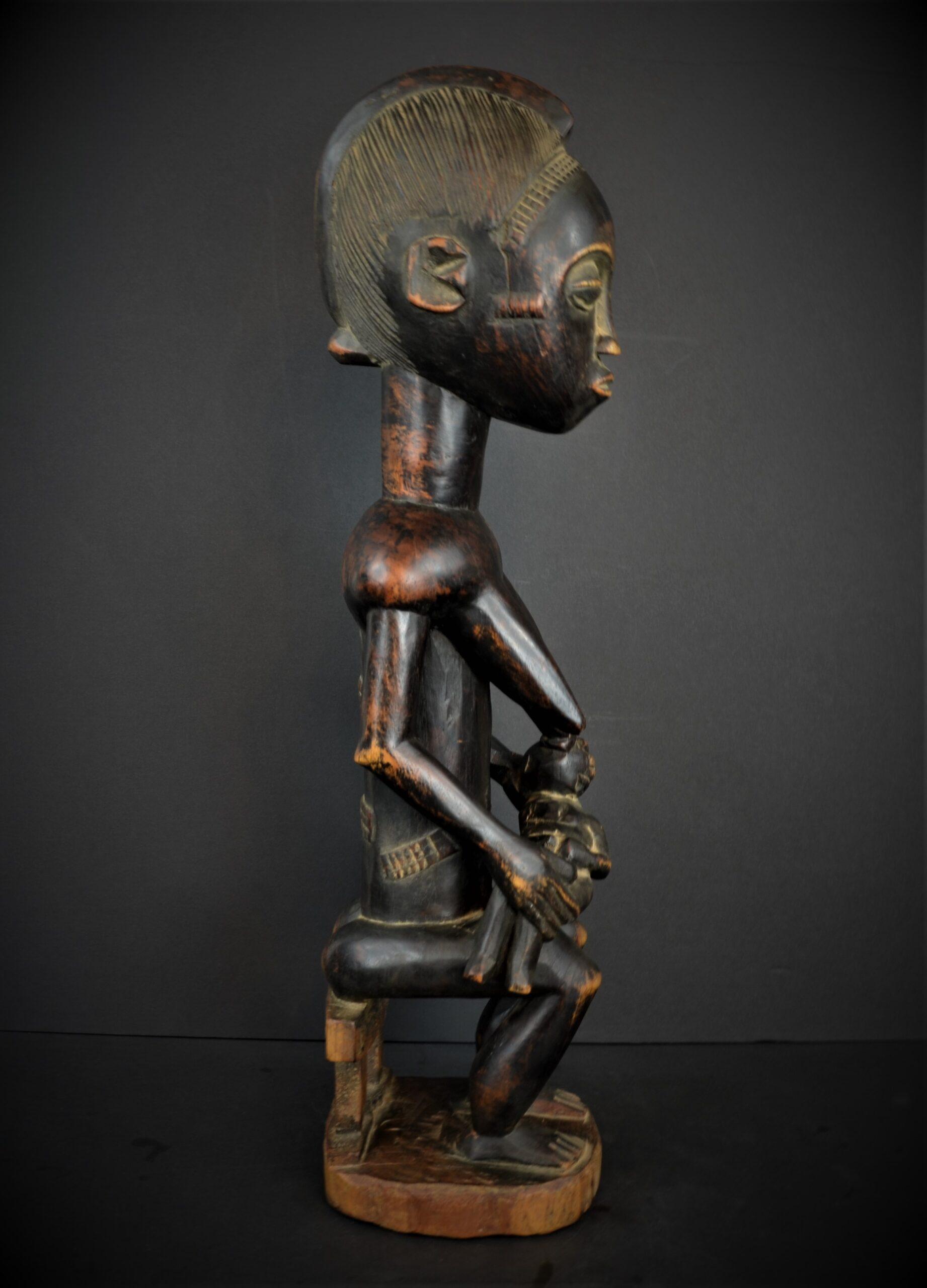 Baoule enfant assise 21