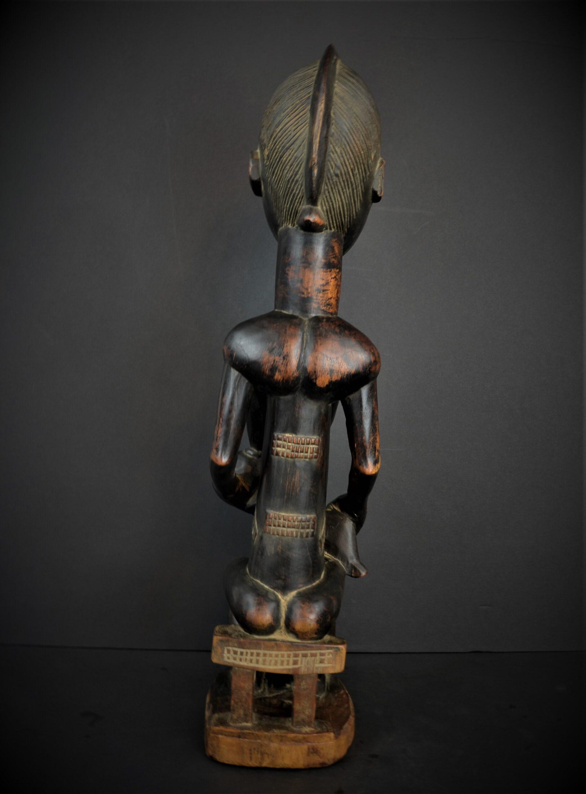 Baoule enfant assise 23