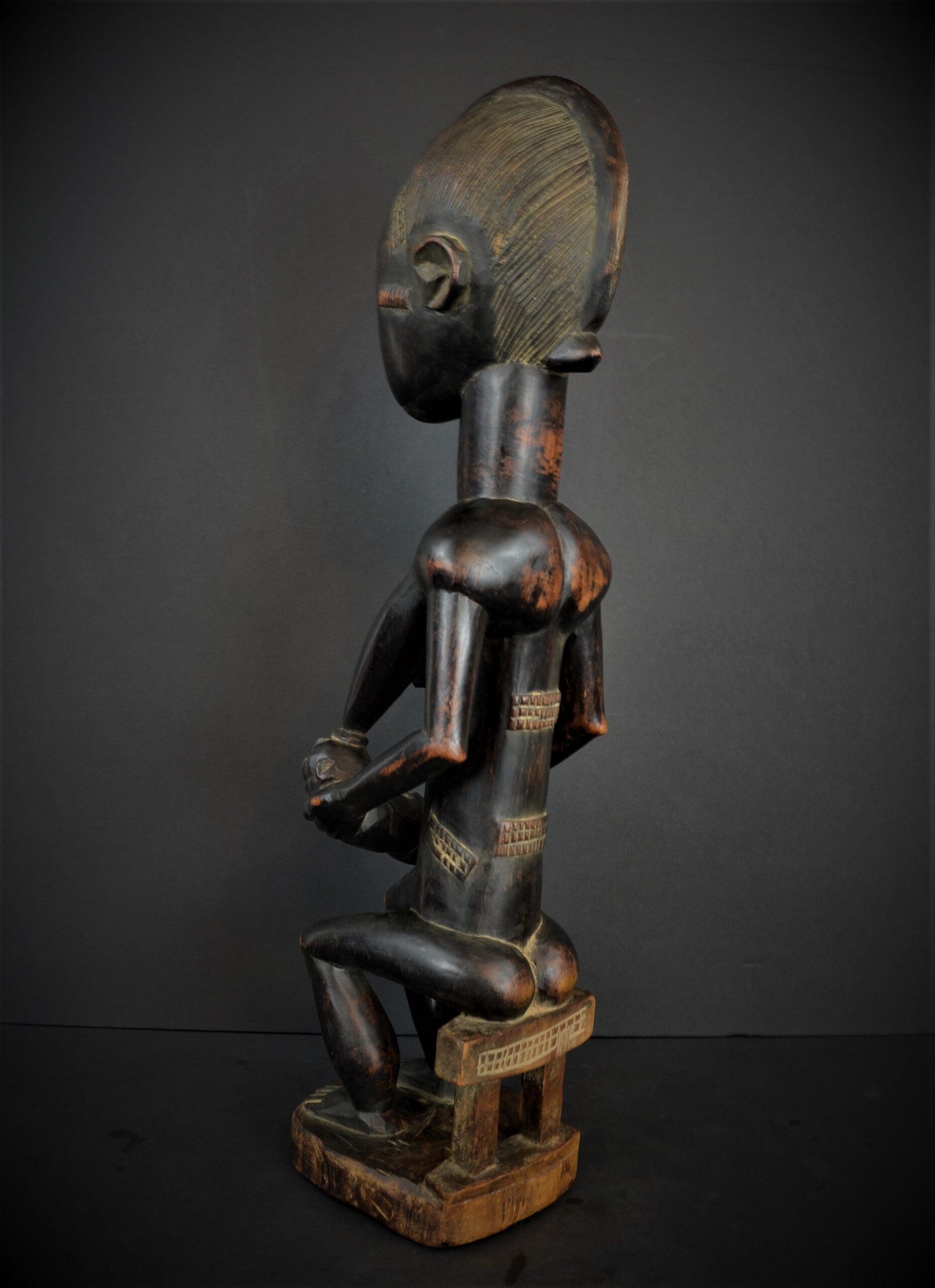 Baoule enfant assise 24