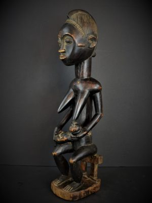 Baoule enfant assise 26