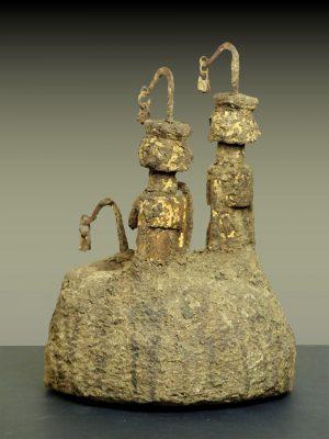 autel dogon en pied trois quart gauche dos
