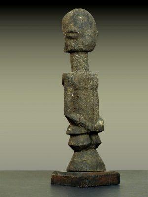 dogon grec en pied trois quart gauche dos