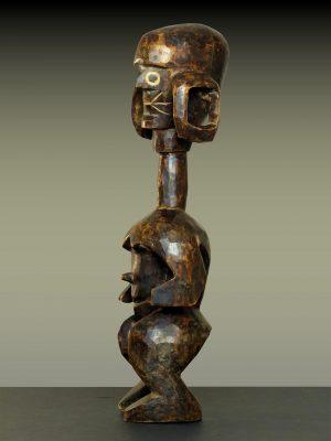 mumuye en pied profil gauche