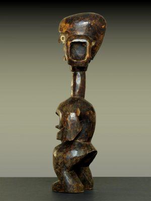 mumuye en pied trois quart gauche dos