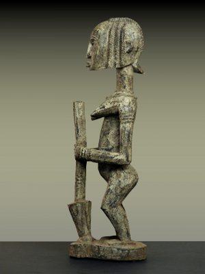 pileuse dogon en pied profil gauche
