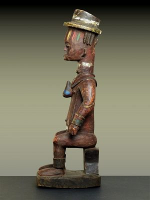 urhobo en pied profil gauche