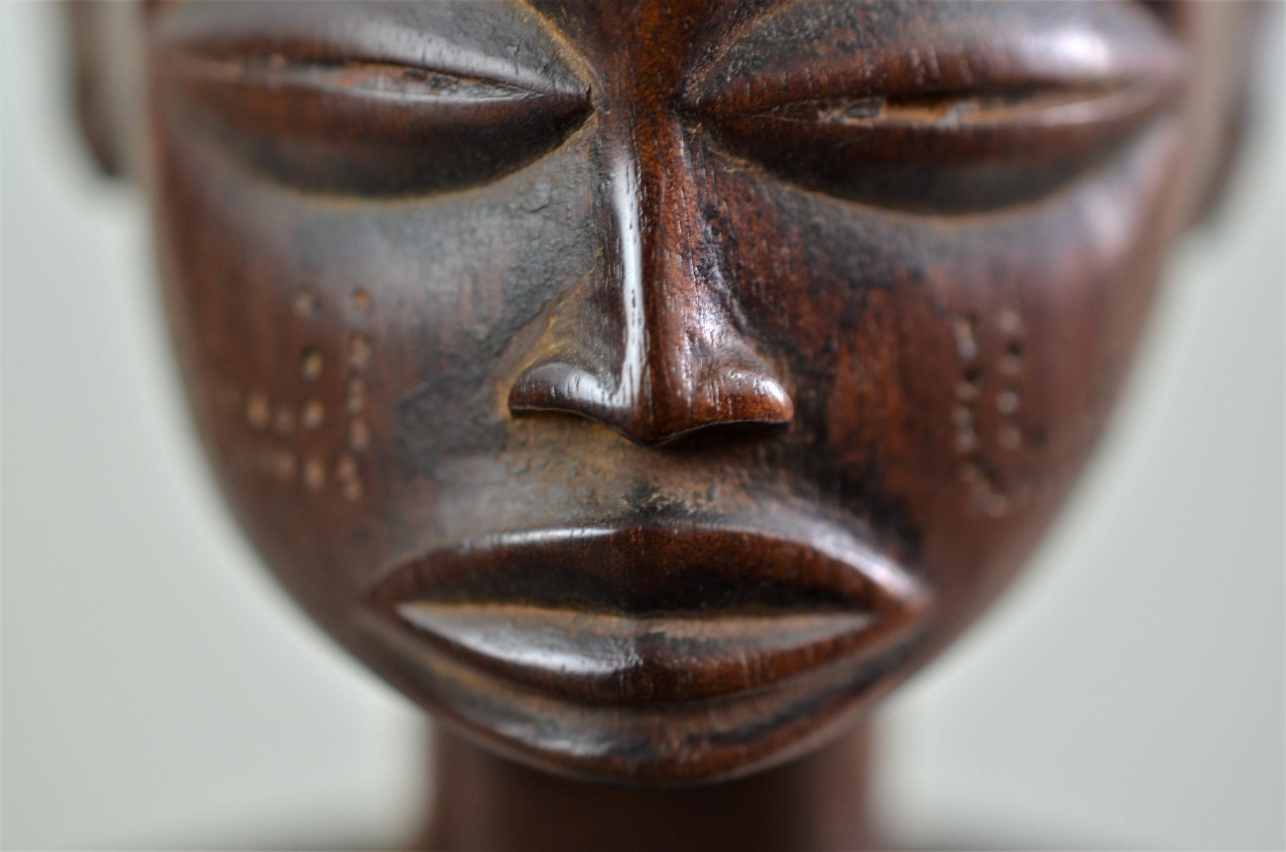 Chokwe statue féminine 16