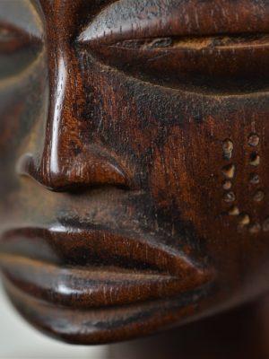 Chokwe statue féminine 17