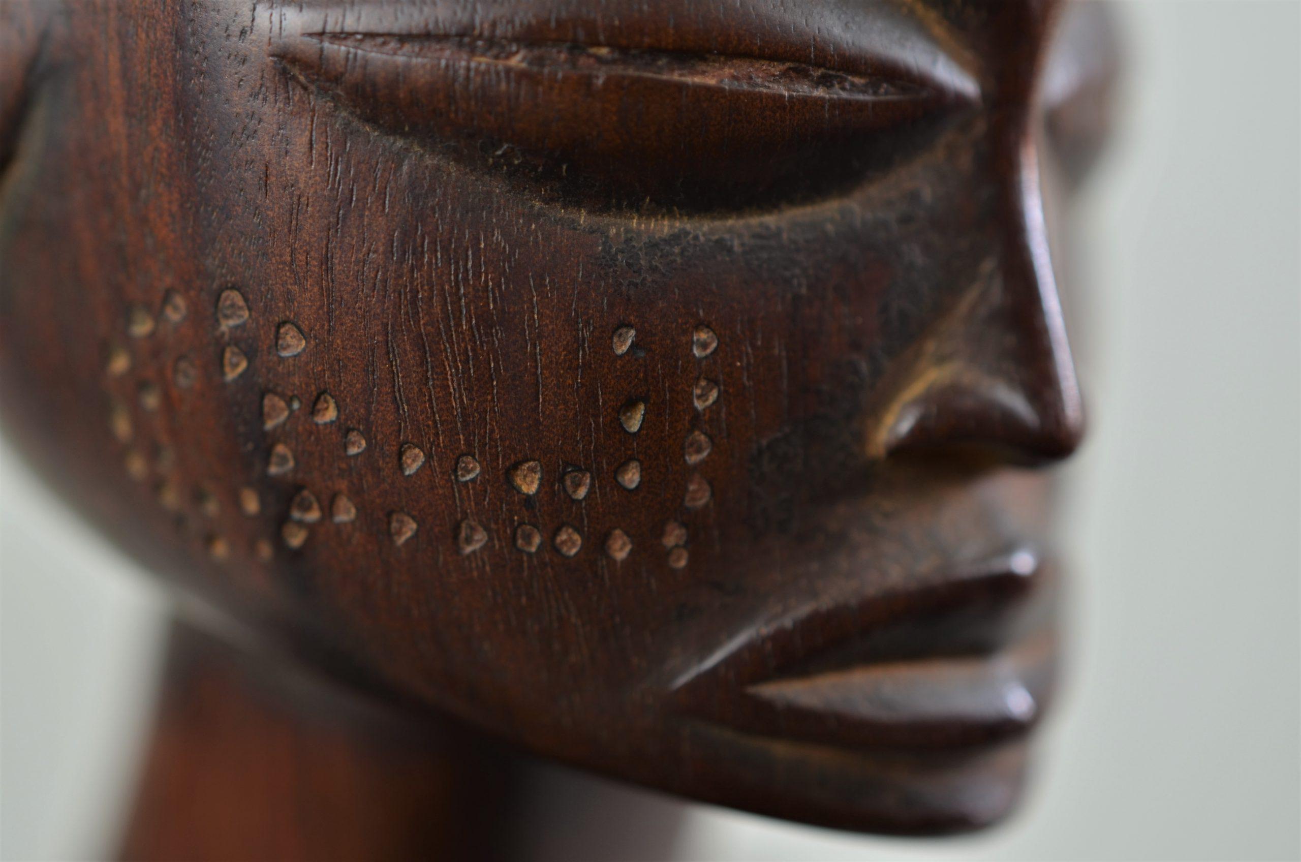 Chokwe statue féminine 18